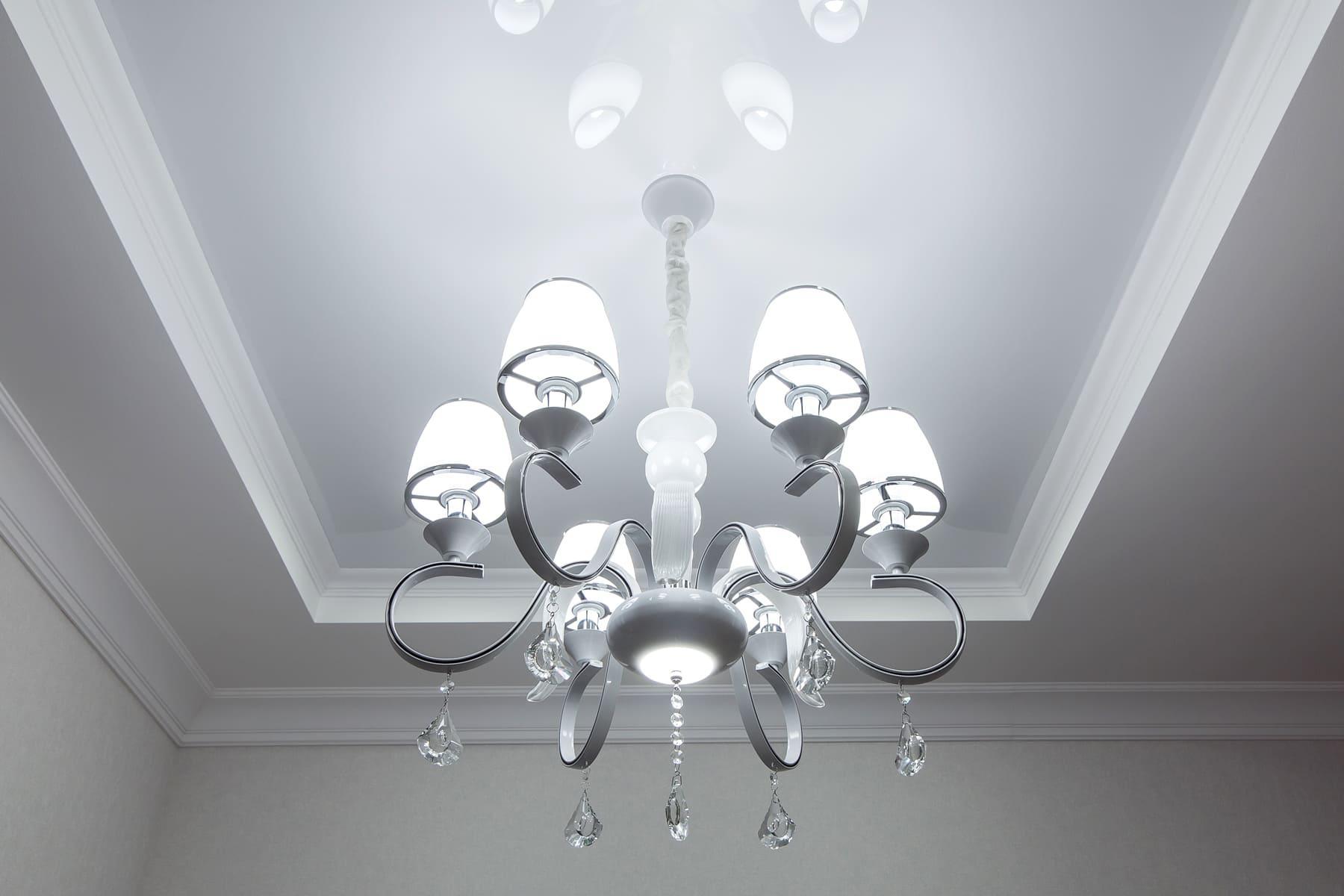 основне освітлення для натяжної стелі