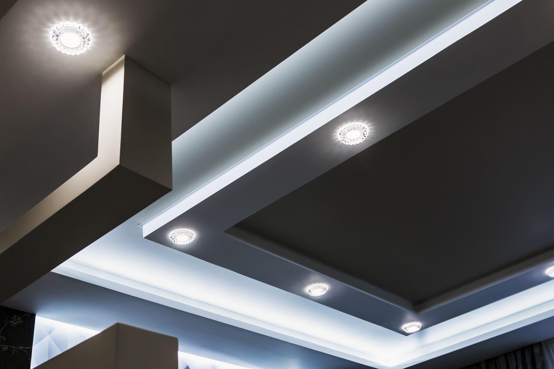 точкове освітлення в натяжній стелі